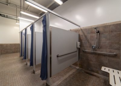 Private Showers and locker rooms at Blue Moon Fitness Gym in South Omaha
